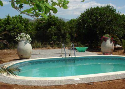 Πισίνα προκατασκευασμένη- Ενιαίου βάθους και τοιχία από ενιαίο μεταλλικό φύλλο