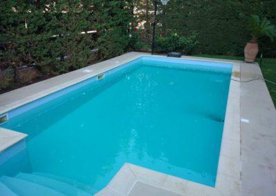 Πισίνα προκατασκευασμένη-Με πλαστικά τοιχία και ρωμαϊκά σκαλιά