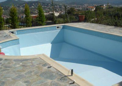 Εσωτερική επένδυση πισίνας-Πισίνα με επένδυση liner με ειδική ψηφίδα στη περίμετρο του χείλους της