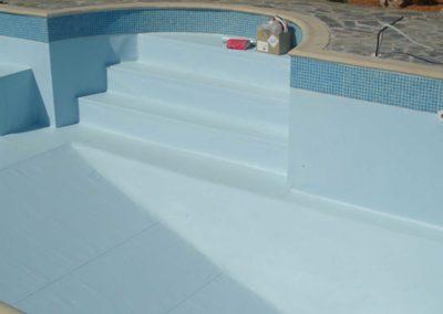 Εσωτερική επένδυση πισίνας-Εσωτερική επιφάνεια επένδυση με μανδύα και άνω χείλος με ψηφίδες