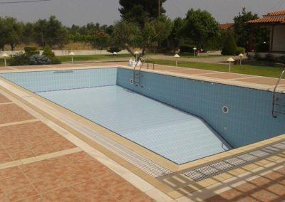 Εσωτερική επένδυση πισίνας-Πισίνα με υπερχείλιση και επένδυση με ειδικά πλακίδια