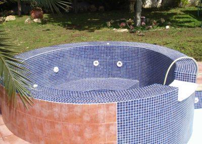 Εσωτερική επένδυση πισίνας-Μικροπισίνα με εσωτερική επιφάνεια από ειδικές κεραμικές ψηφίδες