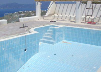 Επένδυση πισίνας-Τοποθέτηση πλακιδίων, εμφάνιση πριν τον καθαρισμό τους.