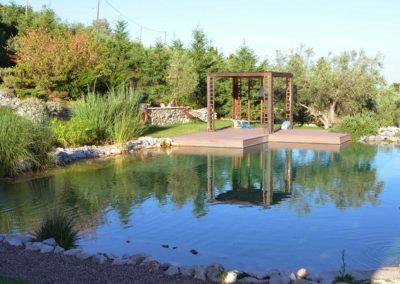 Φυσική πισίνα χωρίς χημικά- Κατάστρωμα χαλάρωσης