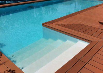 Πισίνες μπετόν - Είσοδος στη πισίνα και συνθετικό κατάστρωμα