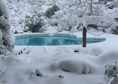 Πισίνες μπετόν - Με χιονισμένο περιβάλλον
