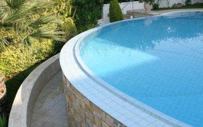 Υπεριώδεις ακτίνες στη πισίνα